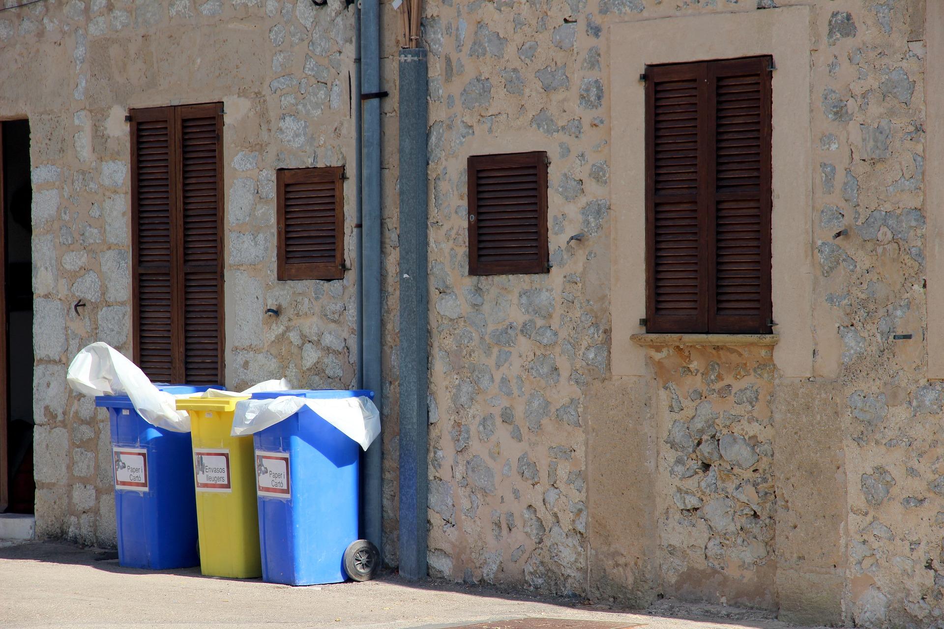 kosze, śmieci, odpady, budynek
