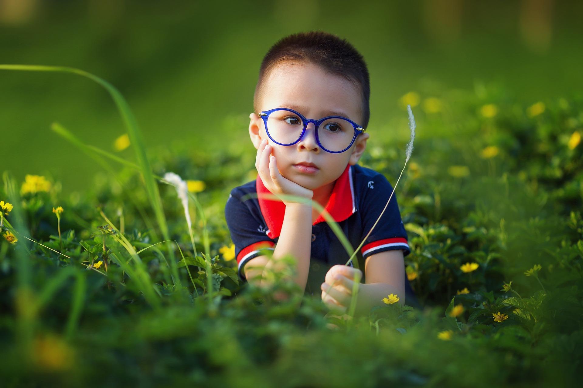 dziecko, łąka, natura.